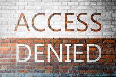Czerwona ściana z cegieł tekstura z słowo dostępem Zaprzeczającym zdjęcia royalty free