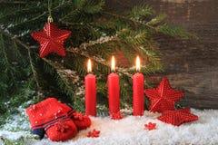 Czerwona Bożenarodzeniowa świeczka zdjęcie stock