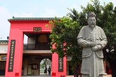 Czerwona brama i wojownik przy Che Kung świątynią zdjęcie royalty free