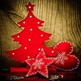 Czerwona choinka i dekoracje, Zdjęcia Royalty Free