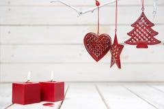 Czerwona dekoracja na drewnianym tle Obraz Royalty Free