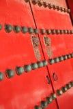 czerwona drzwi pradawnych do świątyni Zdjęcia Royalty Free