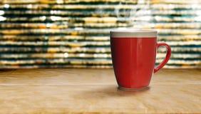 Czerwona filiżanka kawy na starym papierze Fotografia Stock