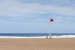 Czerwona flaga w ratownik staci Fotografia Royalty Free