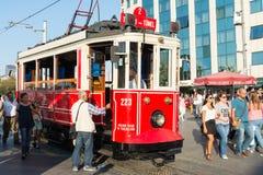 Czerwona fura w Istanbuł fotografia royalty free