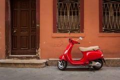 Czerwona hulajnoga Zdjęcie Royalty Free