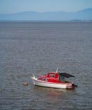 Czerwona i Biała łódź Zdjęcia Royalty Free