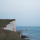 Czerwona i biała latarnia morska na zmierzchu Zdjęcia Stock