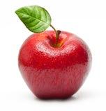 Czerwona jabłczana owoc z wodnymi kroplami Zdjęcia Royalty Free