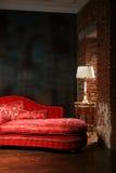 czerwona kanapa piękna Fotografia Royalty Free