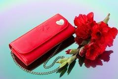 Czerwona kiesa z łańcuszkowym i czerwonym gladiolusem Obrazy Stock