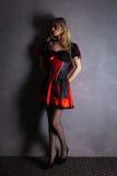 Czerwona królowa cosplay - ładna młoda kobieta Fotografia Stock