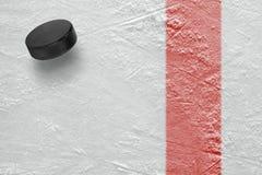 Czerwona linia i krążka hokojowego hokej Obrazy Stock