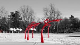 Czerwona metal rzeźba w parku obrazy royalty free