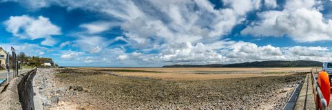 Czerwona nabrzeże zatoka, wyspa Anglesey, Północny Walia, Zjednoczone Królestwo fotografia royalty free
