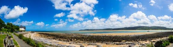 Czerwona nabrzeże zatoka, Anglesey Walia Obrazy Stock