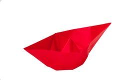 Czerwona origami łódź nad białym tłem zdjęcie royalty free