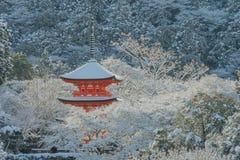 Czerwona pagoda przy Kiyomizu-dera świątynią Fotografia Royalty Free