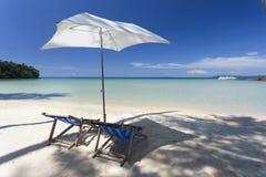 Czerwona piasek plaża w Kood wyspie Tajlandzkiej Ao Zdjęcia Royalty Free