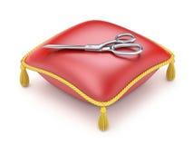 Czerwona poduszka z nożycami Zdjęcie Stock