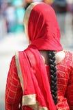 Czerwona przesłona kobieta z czarni włosy zdjęcie royalty free