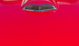 Czerwona rocznika samochodu czapeczka zdjęcia royalty free