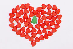 Czerwona serca i zieleni świerczyna Zdjęcia Royalty Free