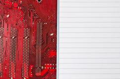 Czerwona stara brudna komputerowego obwodu deska i miejsce dla teksta Obrazy Stock
