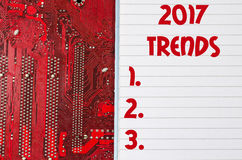 Czerwona stara brudna komputerowego obwodu deska i 2017 trendów teksta concep Zdjęcia Royalty Free