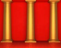 Czerwona stiuk ściana z złotymi kolumnami i drewnianą podłoga Obrazy Royalty Free