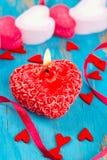 Czerwona świeczka, serca i rinbons, Obraz Royalty Free