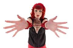 Czerwona z włosami dziewczyna z kajdankami zdjęcie royalty free