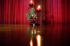 Czerwona zasłony niskiego światła sztuki waza fotografia royalty free