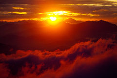 Czerwona zmierzchów himalajów góra Nepal Zdjęcia Stock