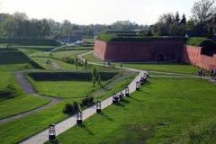 Czerwone ściany z cegieł i bastiony w Zamojskim, Polska zdjęcie stock