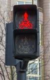 Czerwone światło dla pedestrians i cyklistów Obraz Stock