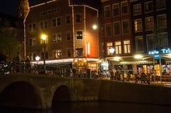 Czerwone światło okręg przy nocą w Amsterdam holandie Zdjęcie Royalty Free