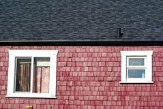 czerwone, białe okno w domu Fotografia Royalty Free