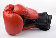 czerwone bokserskie rękawiczki Obrazy Stock