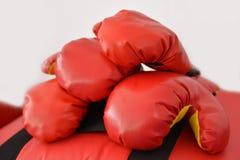 Czerwone bokserskie rękawiczki Zdjęcia Royalty Free
