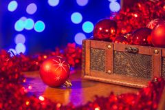 Czerwone choinek dekoracje i błękitny tło Fotografia Royalty Free
