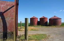 Czerwone cylindryczne rolnicze sk?adowe jednostki fotografia royalty free