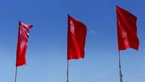 Czerwone flaga w wiatrze zbiory wideo