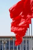 czerwone flagi izbie s ludzi Fotografia Stock