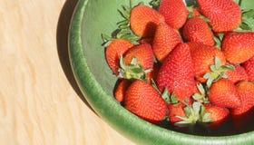 Czerwone i soczyste truskawki Zdjęcia Royalty Free