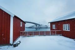 Czerwone kabiny w Hamnoy, Lofoten Obraz Royalty Free
