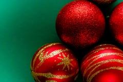 Czerwone nowy rok dekoracj bożych narodzeń piłki obraz royalty free