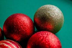 Czerwone nowy rok dekoracj bożych narodzeń piłki zdjęcia royalty free