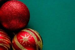 Czerwone nowy rok dekoracj bożych narodzeń piłki obrazy royalty free