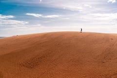 Czerwone piasek diuny w Mui ne, Wietnam są popularnym podróży miejscem przeznaczenia z długą linią brzegową zdjęcia royalty free